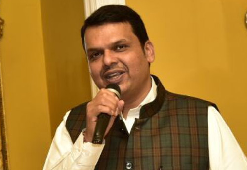 Maharashtra CM urges government officials to 'Go Khadi' once a week