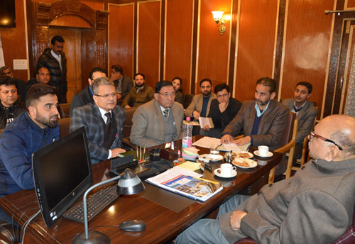 Kashmiri Traders seek Governor's Advisor over various issues pertaining to the trading community