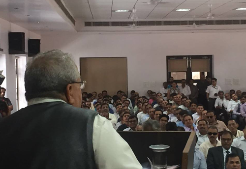 Kalraj Mishra meets Moradabad entrepreneurs during awareness programme