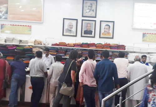 Khadi outlet in CP creates history by making a highest sale of Rs 1.25 crore in single day