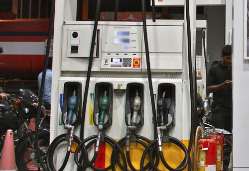 Delhi petrol dealers gear up for protest closure of petrol &  CNG pumps on Oct 22-23 for reduction of VAT
